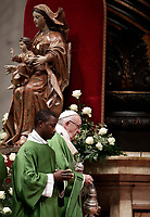 Papa Francesco celebra una Messa in occasione della Giornata Mondiale del Migrante e del Rifugiato nella Basilica di San Pietro in Vaticano, 14 gennaio 2108.<br /> Pope Francis celebrates a special mass to mark  the World day of Migrants and Refugees in Saint Peter's Basilica at the Vatican, on January 14, 2018.<br /> UPDATE IMAGES PRESS/Isabella Bonotto<br /> <br /> STRICTLY ONLY FOR EDITORIAL USE