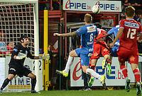KV Kortrijk - KRC Genk : Stijn De Smet kopt de 1-0 tegen de netten <br /> Foto VDB / Bart Vandenbroucke
