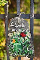 Europe/Europe/France/Midi-Pyrénées/46/Lot/Castelfranc: Plaque de signalisation du Jardin des Sens - jardin d'inspiration médiévale