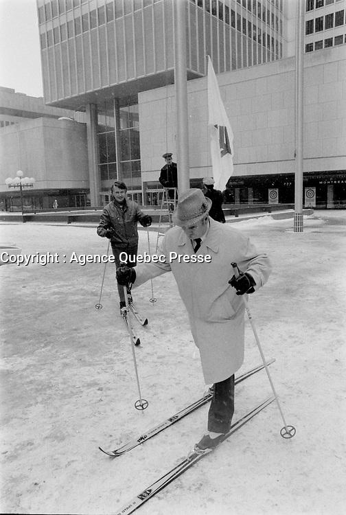 La Parade des 10 cents, le 12 Janvier 1973,<br /> aux abords de la Place Ville-Marie<br /> <br /> <br /> PHOTO  : Agence Quebec Presse - Alain Renaud