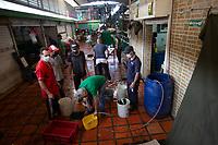 MEDELLIN - COLOMBIA, 17-04-2020: Jornada de desinfección en la Plaza Minorista de Medellín durante el día 25 de la cuarentena total en el territorio colombiano causada por la pandemia  del Coronavirus, COVID-19. / Desinfection journey on the Minorista market place of Medellin of during day 25 of total quarantine in Colombian territory caused by the Coronavirus pandemic, COVID-19. Photo: VizzorImage / Leon Monsalve / Cont