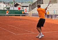 Austria, Kitzbuhel, Juli 14, 2015, Tennis, Davis Cup, Training Dutch team, Thiemo de Bakker returns a ball to Robin Haase<br /> Photo: Tennisimages/Henk Koster