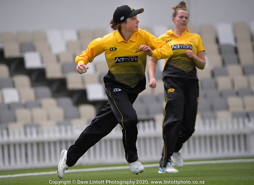 Wellington's Georgia Plimmer during the women's Hallyburton Johnstone Shield one-day cricket match between the Wellington Blaze and Northern Districts at the Basin Reserve in Wellington, New Zealand on Sunday, 22 November 2020. Photo: Dave Lintott / lintottphoto.co.nz