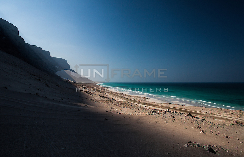 Along the deserted north-eastern coastline, the massive dunes of Arher abut steep cliffs facing the Aden sea. Crossing between the dunes are fresh water streams that originate in the mountains above making the landscape even more surreal.