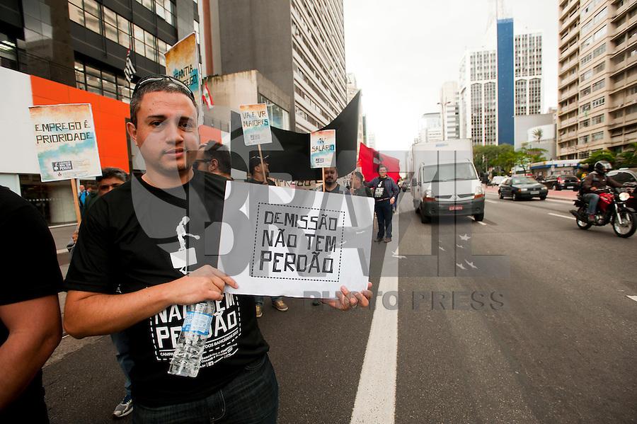 SAO PAULO, SP, 20.08.2015 - PROTESTO - SP - Bancários  fazem protesto por melhores salários e melhores condições de trabalho, na avenida Paulista, nessa quinta-feira 20. ( Foto: Gabriel Soares/ Brazil Photo Press)