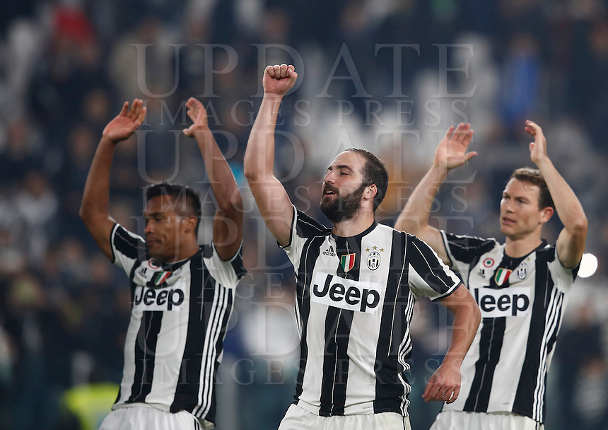 Calcio, Serie A: Juventus Stadium. Torino, Juventus Stadium, 29 ottobre 2016.<br /> From left, Juventus' Alex Sandro, Gonzalo Higuain and Stephan Lichtsteiner celebrate at the end of the Italian Serie A football match between Juventus and Napoli at Turin's Juventus Stadium, 29 October 2016. Juventus won 2-1.<br /> UPDATE IMAGES PRESS/Isabella Bonotto