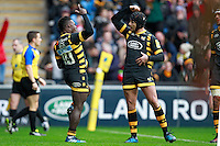 Photo: Ian Smith/Richard Lane Photography. Wasps v Bath Rugby. Aviva Premiership. 24/12/2016. Wasps' Christian Wade (L) celebrates scoring his side's first try with Danny Cipriani.