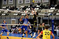 27-03-2021: Volleybal: Amysoft Lycurgus v Draisma Dynamo: Groningen Lycurgus speler Hossein Ghanbari in duel met Dynamo speler Maikel van Zeist