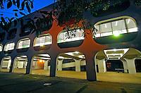 Prédio de escola CIEP. Rio de Janeiro. 2007. Foto de Luciana Whitaker.