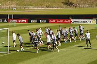 Mannschaft läuft sich warm - Seefeld 30.05.2021: Trainingslager der Deutschen Nationalmannschaft zur EM-Vorbereitung