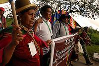 """Fórum Social Mundial 2009.<br /> Representantes da Coordenação Andina das Organizações Indígenas e etnias brasileiras durante passeata em direção ao lugar onde formarão a frase de protesto em defesa da Amazônia.<br /> Mais de mil participantes do VIII Fórum Social Mundial formaram uma faixa humana chamando à atenção para o perigo que corre a Floresta Amazônica. Os manifestantes usaram seus corpos para escrever a mensagem """"Salve a Amazônia e SOS Amazônia"""" <br /> No dia da abertura do Fórum Social Mundial 2009.<br /> Foto Paulo Santos<br /> Belém, Pará, Brasil.<br /> 27/01/2009"""