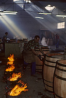 Europe/France/Poitou-Charentes/16/Charente/Cognac/Tonnellerie Seguin Moreau : Chauffe et bousinage<br /> PHOTO D'ARCHIVES // ARCHIVAL IMAGES<br /> FRANCE 1990