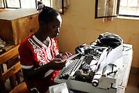 KENYA Turkana Region, refugee camp Kakuma, vocational training, typewriter course / KENIA Fluechtlingslager Kakuma, Berufsausbildung fuer Fluechtlinge, Schreibmaschinenkurs
