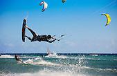 Kitesurf dans la baie de l'Anse Vata, Nouméa, Nouvelle-Calédonie