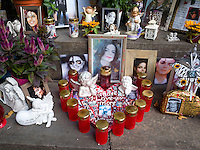 Germany. Bavaria state. Munich. Michael Jackson memorial monument. After the King of Pop died in June 2009, ardent fans set-up a makeshift memorial at the base of a statue honouring the Franco-Flemish Renaissance composer Orlande de Lassus. The memorial monument has become a pilgrimage site for people to come and offer their respects to Michael Jackson. The memorial's adorned with fresh flowers, candles, hearts, photographs and hand-written notes. Munich is the capital and largest city of the German state of Bavaria. 8.09.2014 © 2014 Didier Ruef