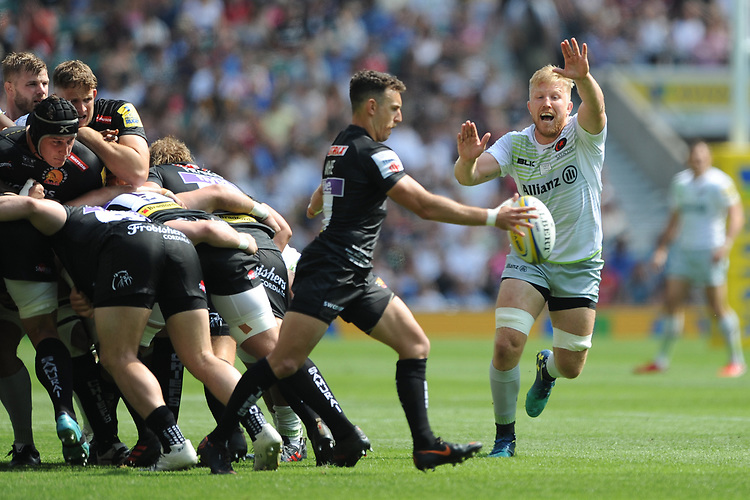 Jackson Wray of Saracens attempts to block the box kick of Nic White of Exeter Chiefs during the Aviva Premiership Rugby Final between Exeter Chiefs and Saracens at Twickenham Stadium on Saturday 26th May 2018 (Photo by Rob Munro/Stewart Communications)