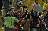 BOGOTÁ -COLOMBIA, 21-01-2015. Hinchas del Cortulua celebran el paso de su equipo a la primera división del fútbol profesional colombiano después del  encuentro entre Unión Magdalena y Cortulua por la fecha 3 de los cuadrangulares de ascenso Liga Aguila 2015 jugado en el estadio El Campín de la ciudad de Bogotá./ fans of Cortulua celebrate the passage of his team to the first division of Colombian football after the match between Union Magdalena and Cortulua for the third date of the promotional quadrangular Aguila League 2015 played at El Campin stadium in Bogotá city. Photo: VizzorImage/ Gabriel Aponte / Staff
