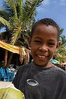 Dominikanische Republik, Kokosnussverkäufer an der Playa Najayo bei Nigua