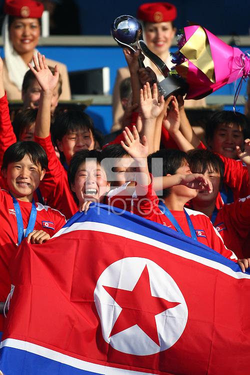 Jubilent Korean players hold the U-17 Women's World Cup. USA v Korea Republic. FIFA U-17 Women's World Cup Final. North Harbour Stadium, Auckland, Sunday 16 October 2008. Photo: Simon Watts/PHOTOSPORT