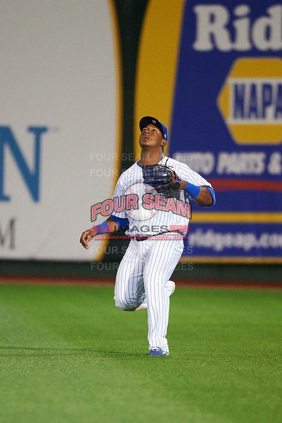 South Bend Cubs outfielder Jeffrey Baez (33) catches a fly ball during a game against the Cedar Rapids Kernels on June 5, 2015 at Four Winds Field in South Bend, Indiana.  South Bend defeated Cedar Rapids 9-4.  (Mike Janes/Four Seam Images)
