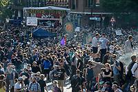 """GERMANY, Hamburg, protest rally """"G-20 WELCOME TO HELL"""" against G-20 summit in july 2017 / DEUTSCHLAND, Hamburg, Fischmarkt, Protest Demo gegen G20 Gipfel in Hamburg"""