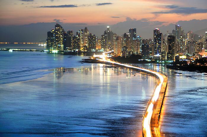 Ciudad de Panamá, Corredor Sur y Panamá Viejo.<br /> <br /> Edición de 10 | Víctor Santamaría