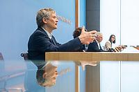 Pressekonferenz am Dienstag den 2. Maerz 2021 in Berlin anlaesslich des 10. Jahrestag der Atomkatastrophe von Fukushima.<br /> Staatssekretaer Jochen Flasbarth, Bundesumweltministerium (im Bild 3.vl.); Inge Paulini, Praesidentin des Bundesamtes fuer Strahlenschutz (im Bild 2.vl., verdeckt) und <br /> Wolfram Koenig, Praesident des Bundesamtes fuer die Sicherheit der nuklearen Entsorgung (im Bild 1.vl.) berichteten in der Bundespressekonfernz ueber die Konsequenzen die in Deutschland aus der Katastrophe gezogen wurden und weiterhin gezogen werden muessen.<br /> 2.3.2021, Berlin<br /> Copyright: Christian-Ditsch.de