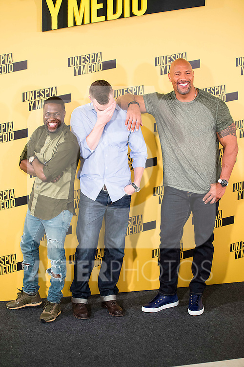 """Americans Actors Kevin Hart and Dwayne Johnson with the director of the film Rawson Marshall Thurber (C) during the presentation of the film """"Un espia y medio"""" at Hotel Villa Magna in Madrid. June 07. 2016. (ALTERPHOTOS/Borja B.Hojas)"""
