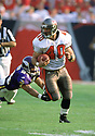 Tampa Bay Buccaneers, Mike Alstott (40) during a game from his 2000 season with the Tampa Bay Bucaneers. Mike Alstott played for 11 seasons all with the Buccaneers and was a 6-time Pro-Bowler.(SPORTPICS)