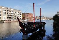 Nederland  Amsterdam -  2020. De Bandenboot is een kunstobject uit 1974 van Robert Jasper Grootveld (1932-2009) in de wijk Oostelijke Eilanden in Amsterdam.Foto : ANP/ HH / Berlinda van Dam