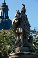 Spanien, Plaza Villa de Paris in Madrid, dahinter der Justizpalast