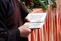Nederland - Amsterdam - 2019. Boeddhadag in de Nieuwmarktbuurt in Amsterdam. Viering van de geboorte van Boeddha. Ceremonie op de Nieuwmarkt.     Foto mag niet in negatieve / schadelijke context gepubliceerd worden.  Foto Berlinda van Dam / Hollandse Hoogte