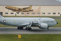 - tanker KC 135 in the USA air force base of Fairford....- aerocisterna KC 135 nella base aerea USA di Fairford