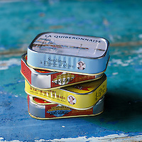 "Europe/France/Bretagne/56/Morbihan/Quiberon: Boites de Conserves de sardines ""la Quiberonnaise"" et ""La Belle Iloise""  //  France, Morbihan, Quiberon, La Quiberonnaise and La Belle Iloise canned sardines"