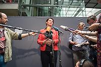 Am 2. Juni 2016 fand die 20. Sitzung des 2. NSU-Untersuchungsausschusses des Deutschen Bundestag statt. Als Zeuge der nichtöffentlichen Sitzung war Hans-Georg Maassen, Praesident des Bundesamt fuer Verfassungsschutz geladen.<br /> Im Bild: Irene Mihalic, Obfrau von Buendnis 90/Die Gruenen bei ihrem Pressestatement zur Anhoerung des Zeugen Maassen.<br /> 2.6.2016, Berlin<br /> Copyright: Christian-Ditsch.de<br /> [Inhaltsveraendernde Manipulation des Fotos nur nach ausdruecklicher Genehmigung des Fotografen. Vereinbarungen ueber Abtretung von Persoenlichkeitsrechten/Model Release der abgebildeten Person/Personen liegen nicht vor. NO MODEL RELEASE! Nur fuer Redaktionelle Zwecke. Don't publish without copyright Christian-Ditsch.de, Veroeffentlichung nur mit Fotografennennung, sowie gegen Honorar, MwSt. und Beleg. Konto: I N G - D i B a, IBAN DE58500105175400192269, BIC INGDDEFFXXX, Kontakt: post@christian-ditsch.de<br /> Bei der Bearbeitung der Dateiinformationen darf die Urheberkennzeichnung in den EXIF- und  IPTC-Daten nicht entfernt werden, diese sind in digitalen Medien nach §95c UrhG rechtlich geschuetzt. Der Urhebervermerk wird gemaess §13 UrhG verlangt.]