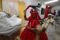 """Cerimônia de consagração de mãe de santo no terreiro Ilê Asé , Guinso-Erê,  do tradicional Candomblé Nagô, em Belém (PA). Inclui rituais milenares de dança, cânticos e orações na língua iorubá, indumentárias e obrigações típicas da cultura africana. Como o sacrifício de animais em oferenda aos orixás.<br /> <br /> Depois dos sacrifícios, a futura mãe de santo se recolhe ao quarto sagrado e volta incorporada com seu """"orixá de cabeça"""". Um deles é Iansã, cuja indumentária é toda em vermelho, do vestido aos adereços."""