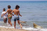 - children play on the beach of Scoglitti (Ragusa)<br /> <br /> - gioco di bambini sulla spiaggia di Scoglitti (Ragusa)