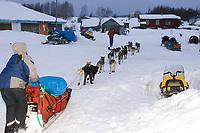 Bjornar Andersen Arrives @  Kaltag Chkpt 2005 Iditarod