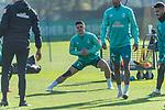 13.10.2020, Trainingsgelaende am wohninvest WESERSTADION - Platz 12, Bremen, GER, 1.FBL, Werder Bremen Training<br /> <br /> Milot Rashica (Werder Bremen #07)<br /> <br /> Henrik Frach (Athletik-Trainer SV Werder Bremen )<br /> <br /> Aufwärmen vor dem Training<br /> Querformat<br /> <br /> <br /> <br /> Foto © nordphoto / Kokenge