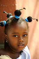 NIGER Maradi, children, girl with funny hairstyle