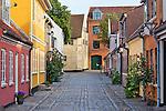Denmark, Funen, Odense: Cobblestone alley in the old poor quarter, the `City of Beggars` | Daenemark, Insel Fuenen, Odense: Kopfsteinpflasterstrasse im alten Armenviertel 'Stadt der Bettler'