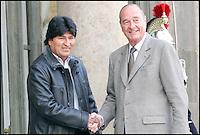 EVO MORALES, le PrÈsident de la Bolivie, est reÁu au Palais de l'ElysÈe par le PrÈsident de la RÈpublique, JACQUES CHIRAC. #