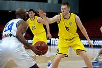 11-05-2021: Basketbal: Donar Groningen v Den Helder Suns: Groningen,  Donar speler Justin Watts met Den Helder speler Dyon Halman