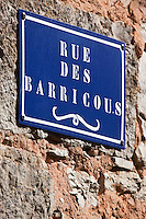 Europe/Europe/France/Midi-Pyrénées/46/Lot/Loubressac: Plaque de rue: Rue des  barricous, un barricou est un petit tonneau en occitan.
