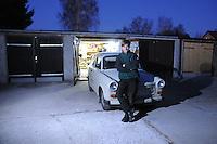 Christoph Höhne aus Leipzig darf mit seinem Trabbi wegen der Umweltzone nicht mehr in das Stadtzentrum fahren.  Foto: aif / Stefan Nöbel-Heise