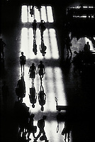 TRAVELERS AND BUSINESS PEOPLE CROSS THE CONCOURSE ON THEIR WAY TO AND FROM TRAINS. LIGHT STUDY OF 30TH STREET TRAIN STATION. ESSAY AVAILABLE. TRAVEL, WORK, COMMUTING, TRAIN, LIGHT. PHILADELPHIA PA.