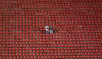 SÃO PAULO, SP, 26 DE FEVEREIRO DE 2013 - CAMPEONATO PAULISTA - SÃO PAULO x PONTE PRETA: Torcedores do Sao Paulo antes da partida São Paulo x Ponte Preta, válida pela 6ª rodada do Campeonato Paulista de 2013, disputada no estádio do Morumbi em São Paulo. FOTO: WILLIAM VOLCOV - BRAZIL PHOTO PRESS.