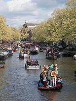 Boote am Königstag auf der Prinsengracht,  Amsterdam, Provinz Nordholland, Niederlande<br /> Boats at Kings day on  Prinsengracht, Amsterdam, Province North Holland, Netherlands