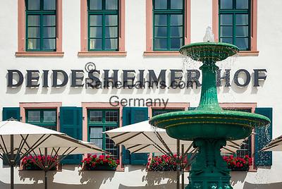 Deutschland, Rheinland-Pfalz, Deidesheim: Hotel Deidesheimer Hof mit Restaurant Schwarzer Hahn am Marktplatz - Fassade   Germany, Rhineland-Palatinate, Deidesheim: Facade of Hotel Deidesheimer Hof with Restaurant Schwarzer Hahn at Markt Square