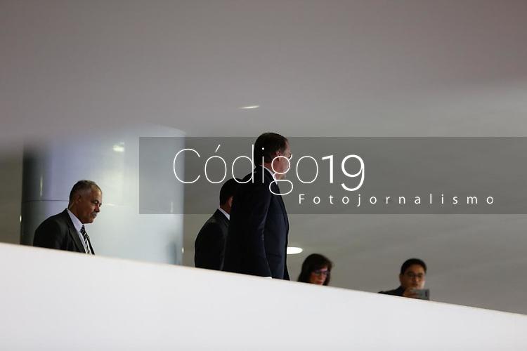 BRASILIA, DF, 07.01.2019: POLÍTICA-BRASÍLIA - O presidente, Jair M. Bolsonaro (PSL) durante cerimônia de posse do presidente do Banco do Brasil, Rubem Novaes, do presidente do Banco Nacional de Desenvolvimento Econômico e Social (BNDES), Joaquim Levy e do presidente da Caixa Econômica Federal, Pedro Guimarães no Palácio do Planalto em Brasília (DF), nesta segunda-feira (07). (Anderson Papel/Código19)